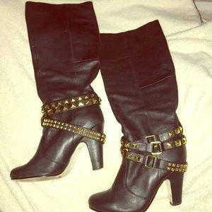 Black DOLCE VITA boots with gold metal hardware